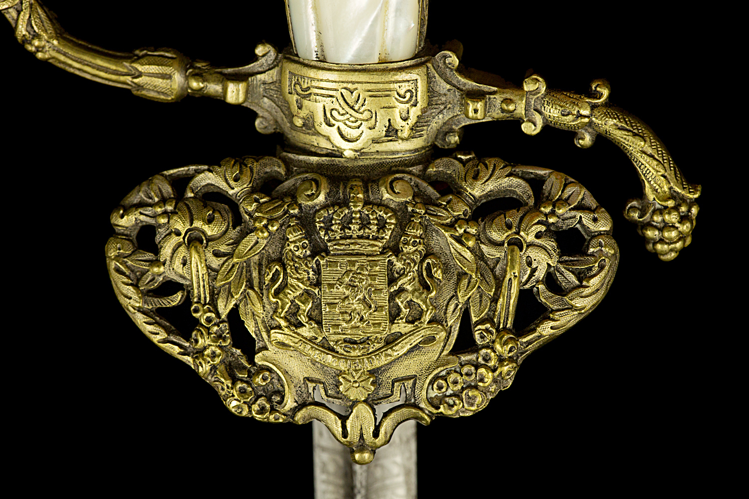 S000001_Dutch_Civil_Servant_Smallsword_Detail_Shell_Obverse
