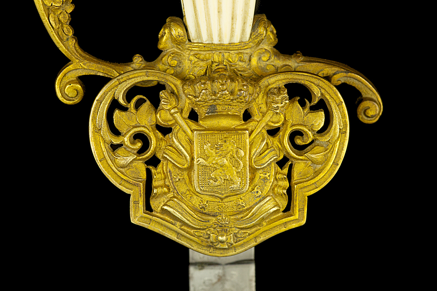 S000078_Belgian_Court_Sword_Detail_Shell_Obverse