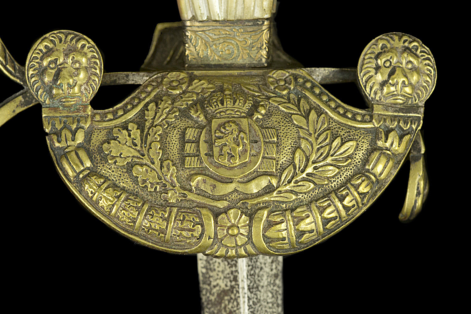 S000107_Belgian_Administration_Smallsword_Detail_Shell_Obverse