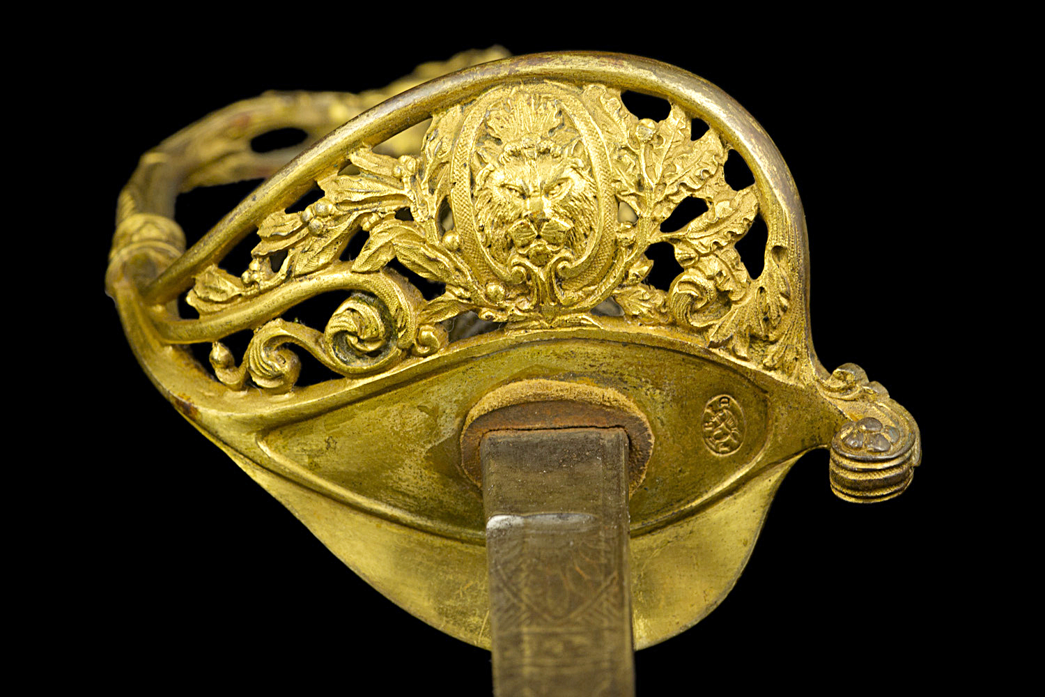 S000116_French_Lion_Saber_Detail_Hilt_Bottom